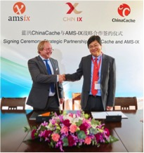 Job Witteman, CEO of AMS-IX, and WANG Song, CEO of ChinaCache, signing the Strategic Cooperation agreement (26 November 2015)
