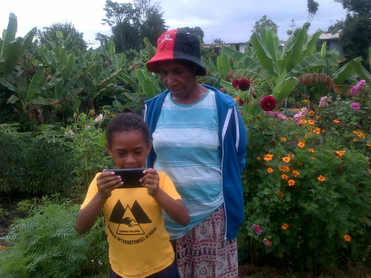 A little girl showing her grandmother the photos she took using the phone. Goroka, Eastern Highlands Province, PNG | Courtesy of Kerry Anne Papau