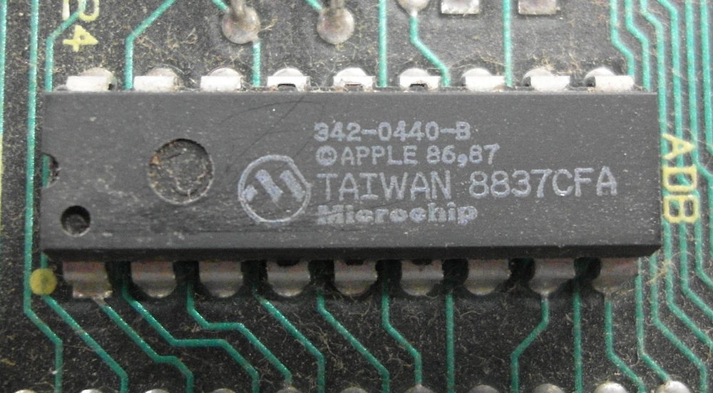 "Made-in-Taiwan chips are major components in many of the world's PCs, smartphones, cameras and other gadgets. Image: <a href=""https://zh.wikipedia.org/wiki/%E5%BE%AE%E6%99%B6%E7%89%87%E7%A7%91%E6%8A%80#/media/File:Apple_Desktop_Bus_Microchip.jpg"" target=""_blank"">Binarysequence</a>"